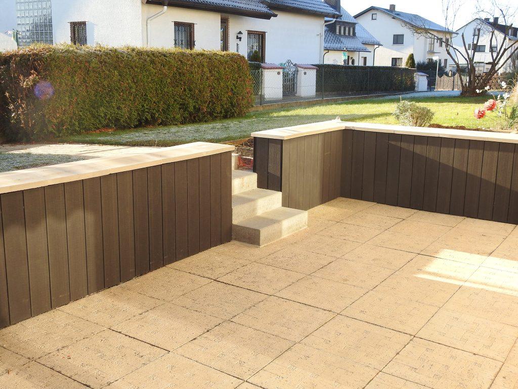 Terrasse mit Blick auf Garten